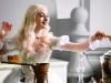Anne Hathaway в фильме Алиса в стране чудес (Alice In Wonderland)