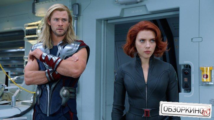 Chris Hemsworth и Scarlett Johansson в фильме Мстители (Avengers)