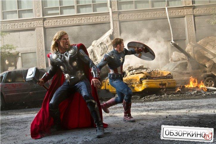 Chris Evans и Chris Hemsworth в фильме Мстители (Avengers)