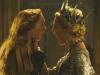 Lily Cole и Charlize Theron в фильме Белоснежка и охотник (Snow White and the Huntsmen)