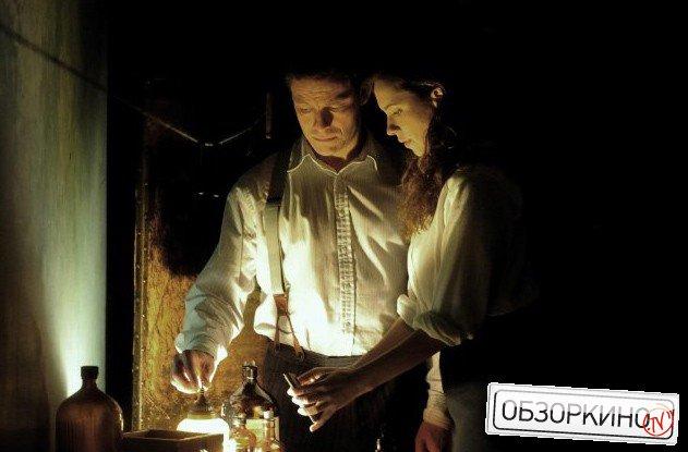 Rebecca Hall и Dominic West в фильме Экстрасенс (The Awakening)