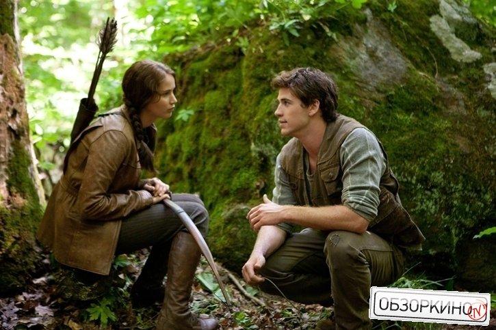 Jennifer Lawrence и Liam Hemsworth в фильме Голодные игры (The Hunger Games)