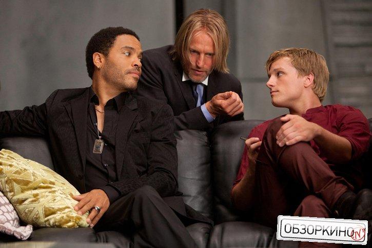 Woody Harrelson, Lenny Kravitz и Josh Hutcherson в фильме Голодные игры (The Hunger Games)