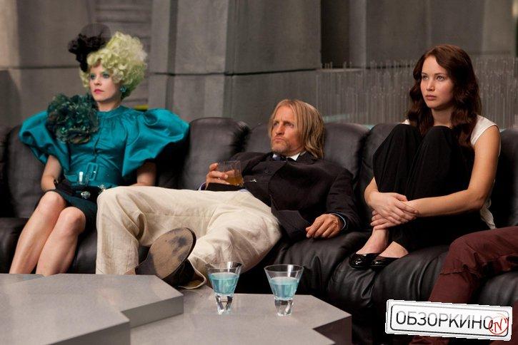 Woody Harrelson, Elizabeth Banks и Jennifer Lawrence в фильме Голодные игры (The Hunger Games)