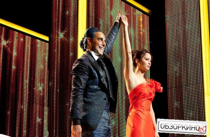 Stanley Tucci и Jennifer Lawrence в фильме Голодные игры (The Hunger Games)