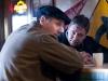 Liam Neeson и Russell Crowe в фильме Три дня на побег (The Next Three Days)