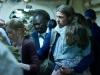 Mireille Enos и Brad Pitt в фильме Война миров Z (World War Z)