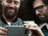 Кинозвезда Джейсон Стейтем исполнил главную роль в первом рекламном ролике для смартфона LG G5