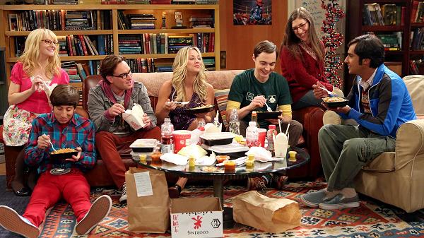 В 2014 году актеры сериала добились повышение гонораров до 0,8-1 миллиона долларов за серию. Благодаря этому исполнители ролей Леонарда и Шелдона возглавили рейтинг Forbes 2015 года как самые высоооплачиваемые актеры в мире