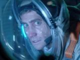 """Джейк Джилленхол (Jake Gyllenhaal) в фильме """"Живое"""" (Life)"""
