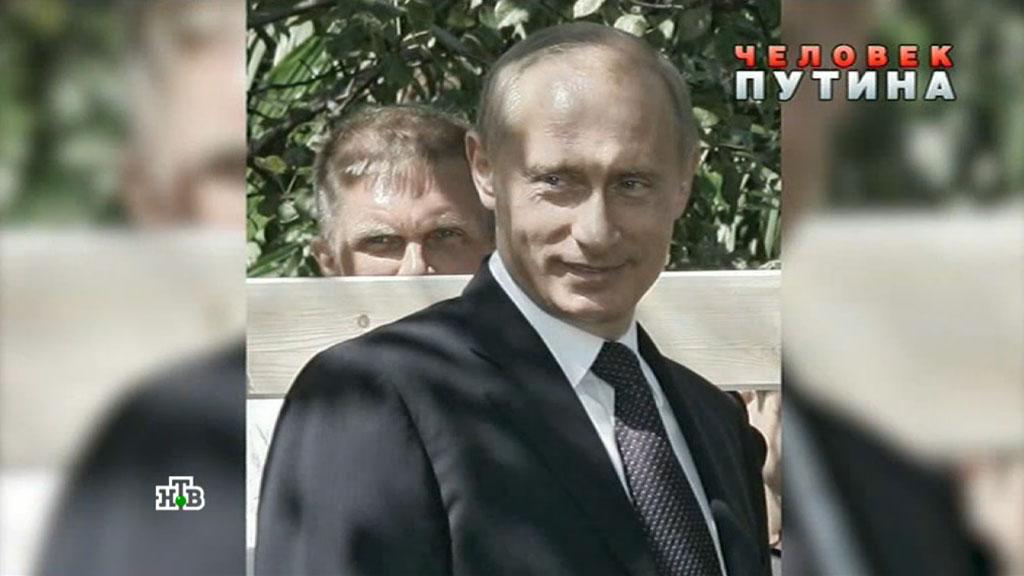 """Андрей Колесников (на фото на заднем плане) следует за Владимиром Путиным уже давно. Некоторые называют его """"любимым журналистом Путина"""""""